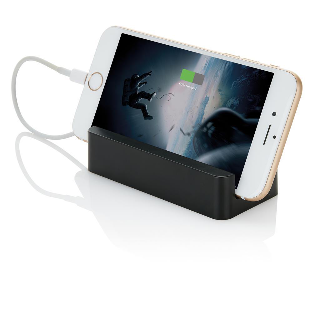 Compacte en mobiele ABS oplader met 2200mAh lithium batterij. De powerbank kan ook gebruikt worden als telefoon standaard. Output 5V/1A en input 5V/800mA. Inclusief micro USB kabel.